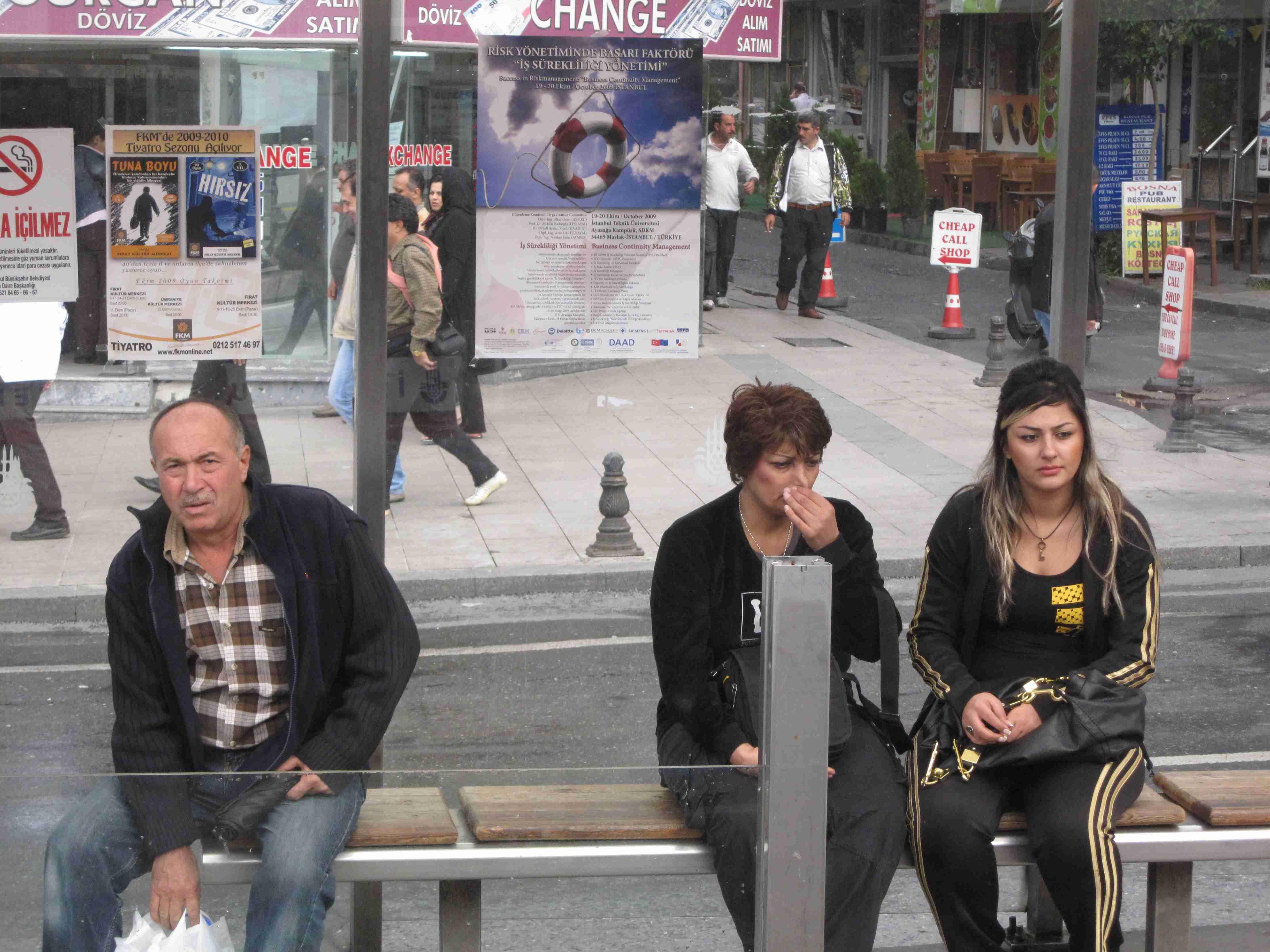 Plakat BCM Fachseminar an der Haltestelle in Istanbul